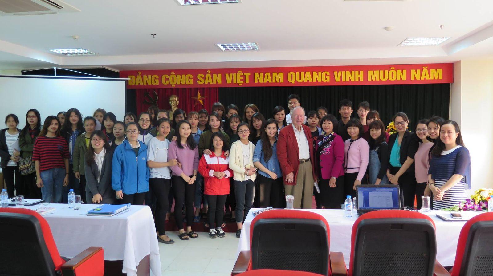 Học viện Phụ nữ Việt Nam làm việc với chuyên gia người Mỹ - GS.TS.RENE WADLOW