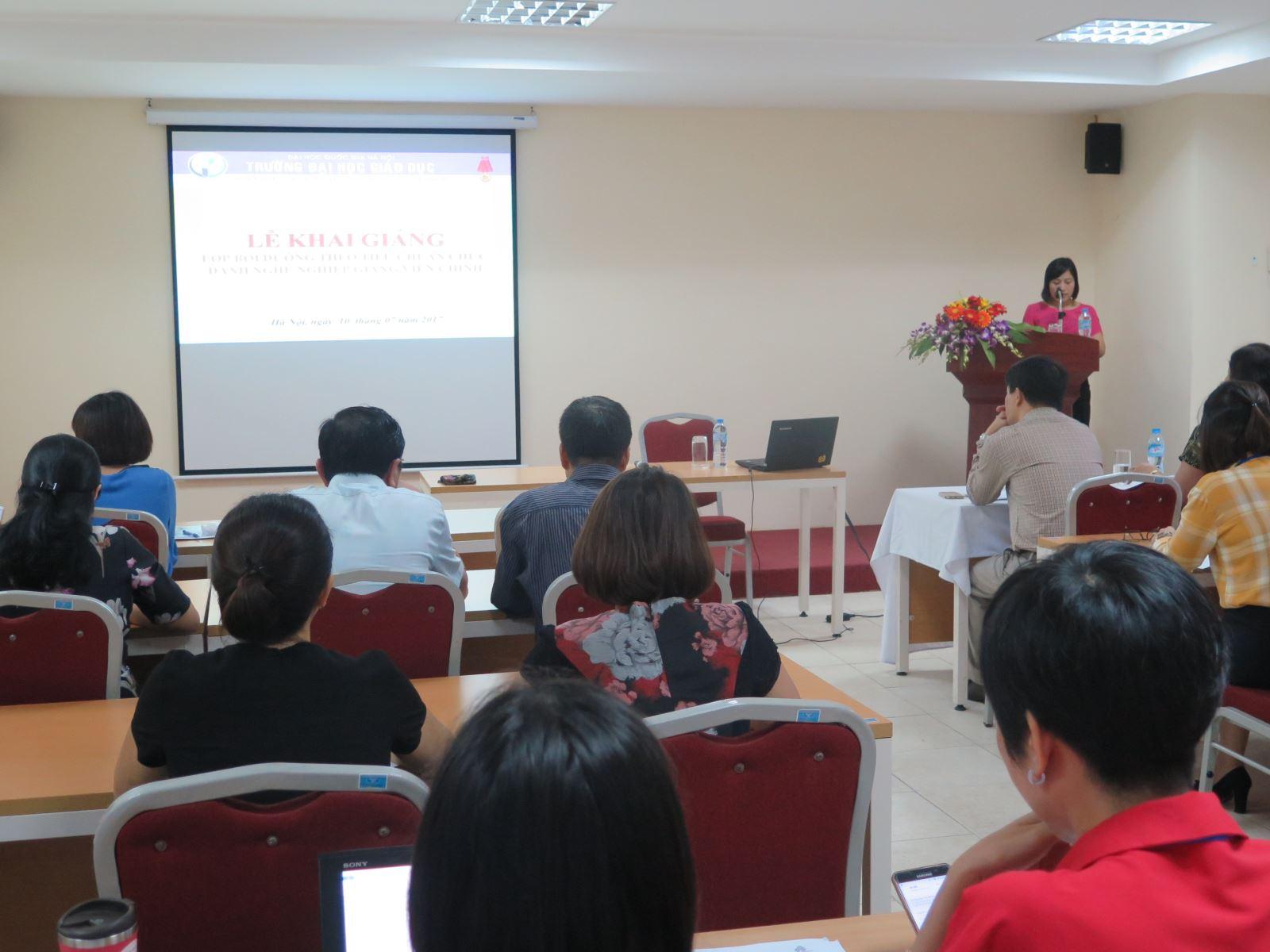 Học viện Phụ nữ Việt Nam khai giảng lớp bồi dưỡng tiêu chuẩn chức danh nghề nghiệp giảng viên chính