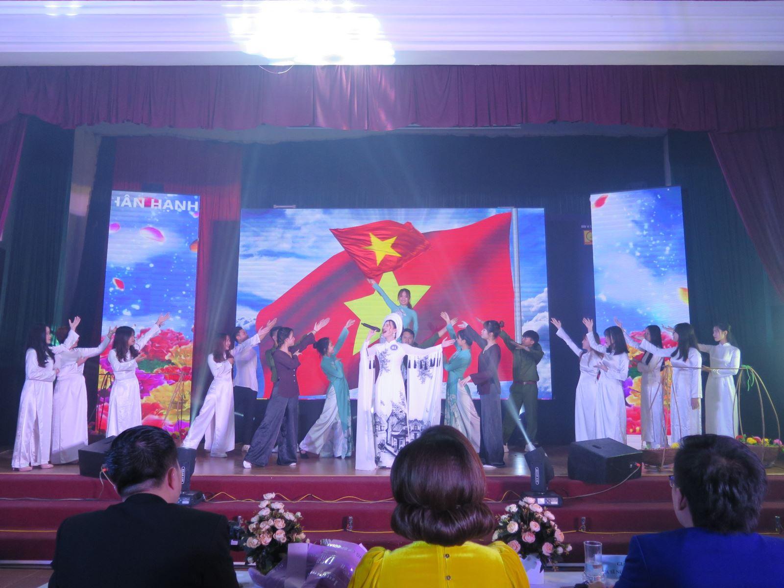 Phóng sự ảnh: Chung kết Tiếng hát sinh viên Học viện Phụ nữ Việt Nam