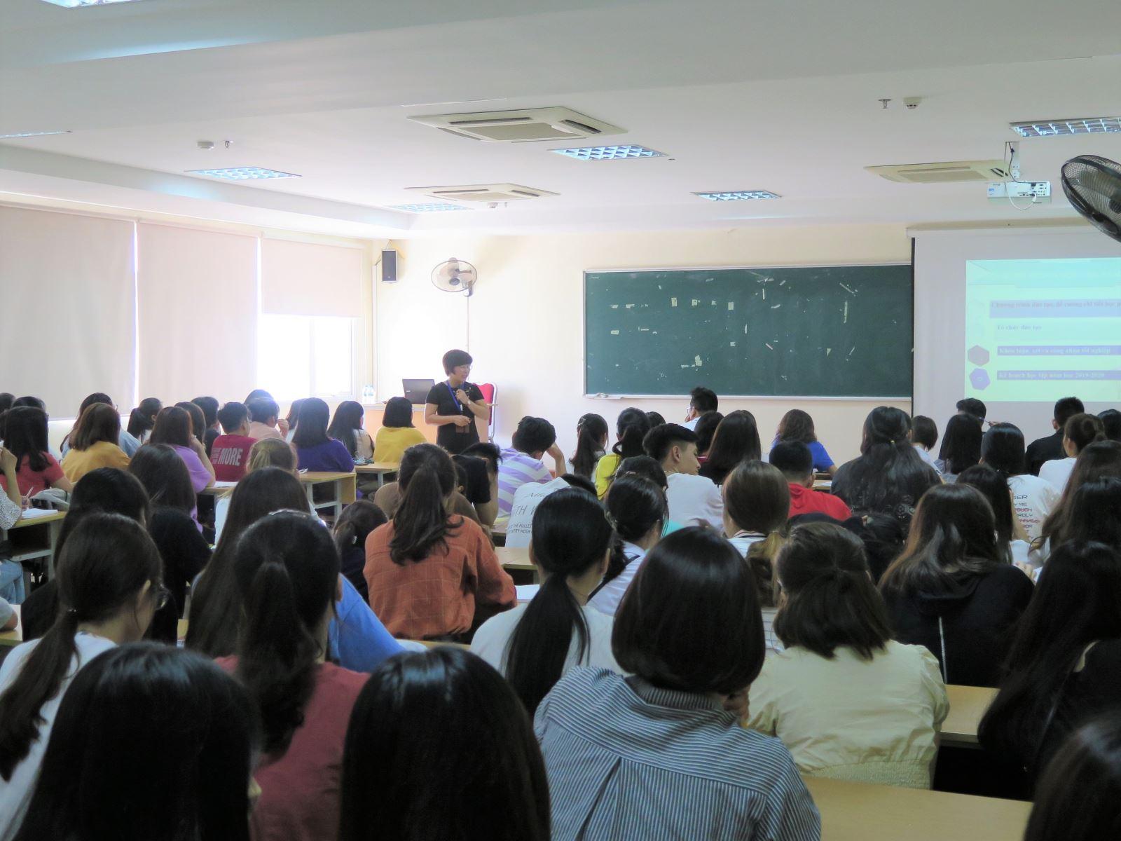 Học viện Phụ nữ Việt Nam tổ chức Tuần công dân sinh viên cho sinh viên khóa 7