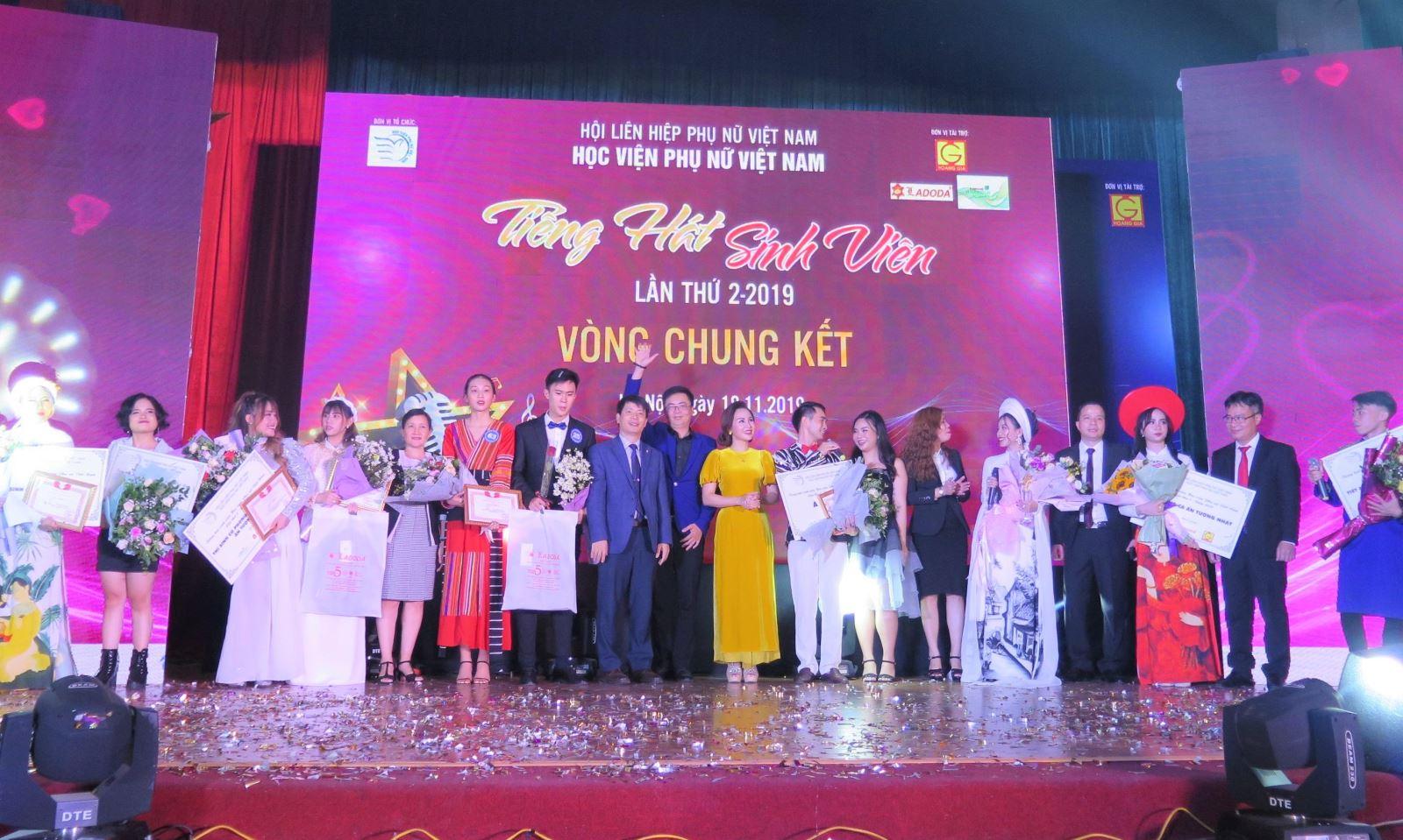 Sôi động Chung kết Tiếng hát sinh viên Học viện Phụ nữ Việt Nam
