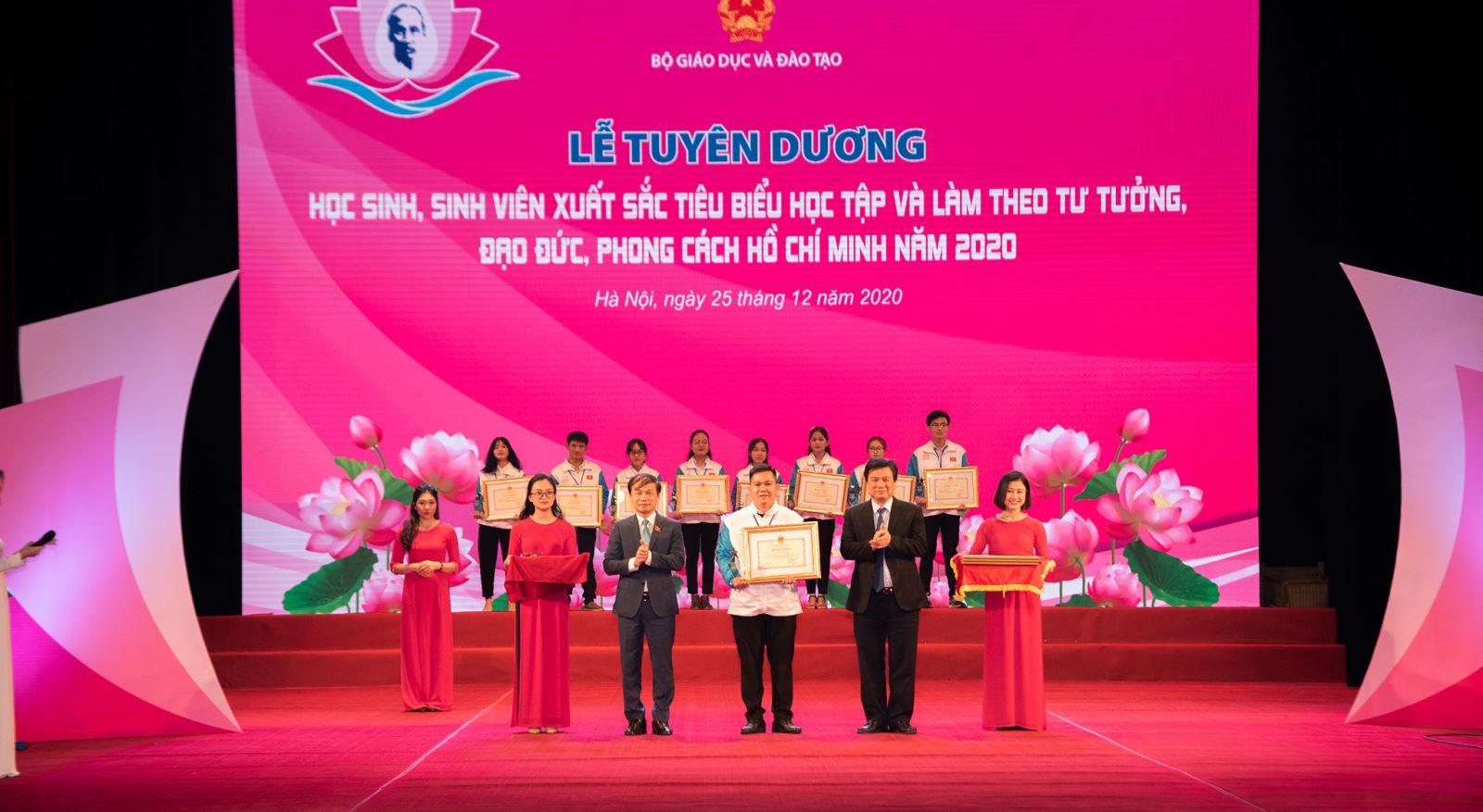 Sinh viên Học viện Phụ nữ Việt Nam được vinh danh tại Lễ tuyên dương học sinh, sinh viên xuất sắc tiêu biểu
