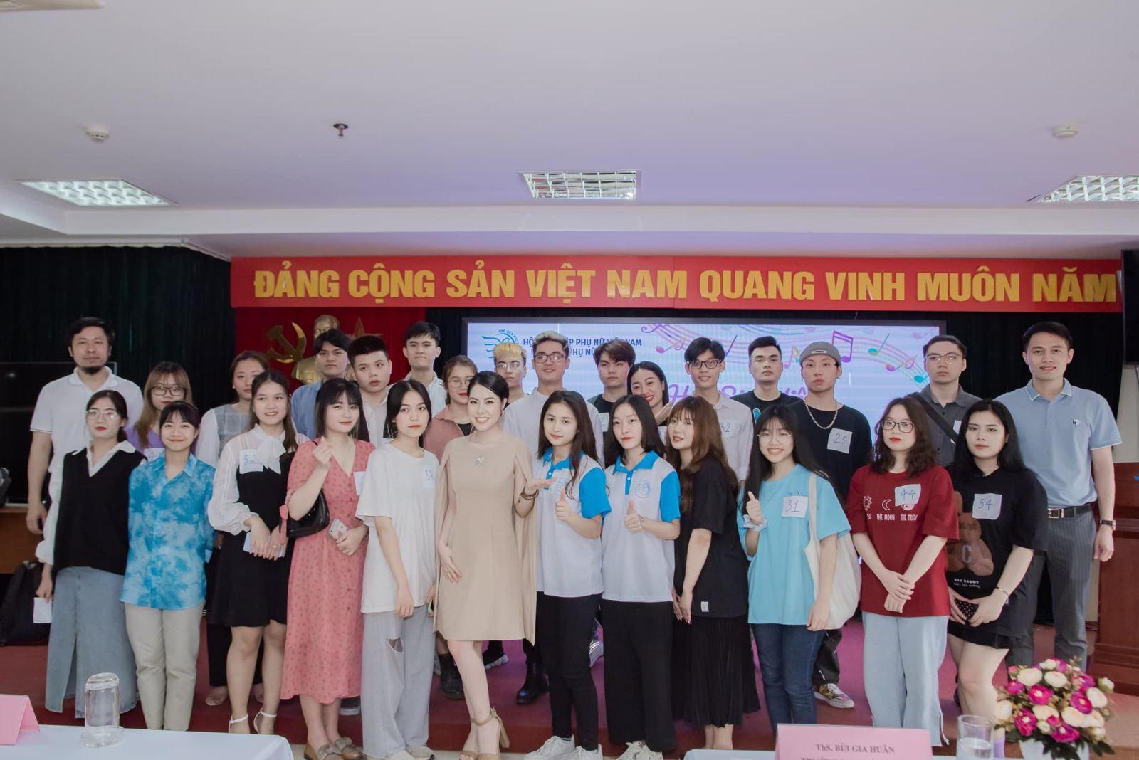 Vòng sơ khảo cuộc thi Tiếng hát sinh viên Học viện Phụ nữ Việt Nam mở rộng 2021