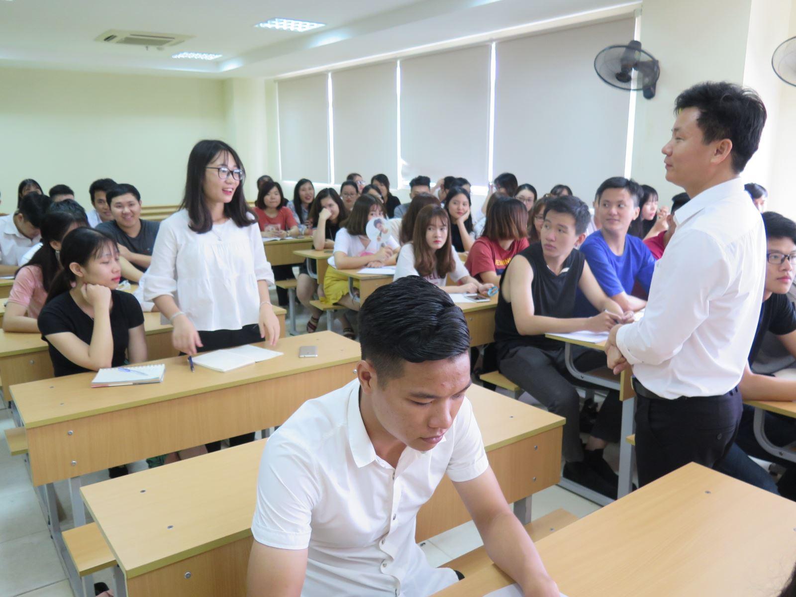 Tuần sinh hoạt công dân – sinh viên năm học 2018 - 2019