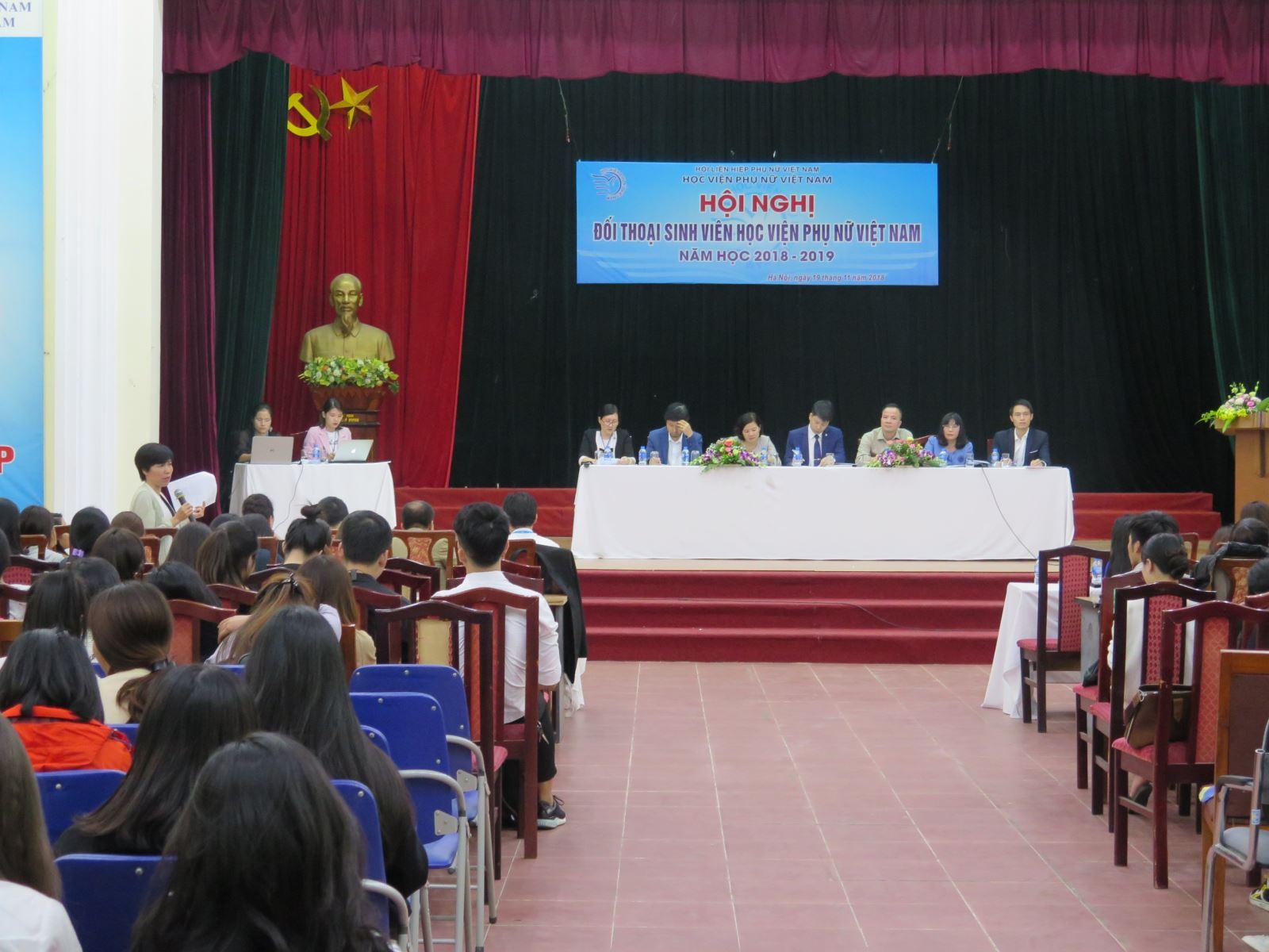 Học viện Phụ nữ Việt Nam tổ chức đối thoại với sinh viên