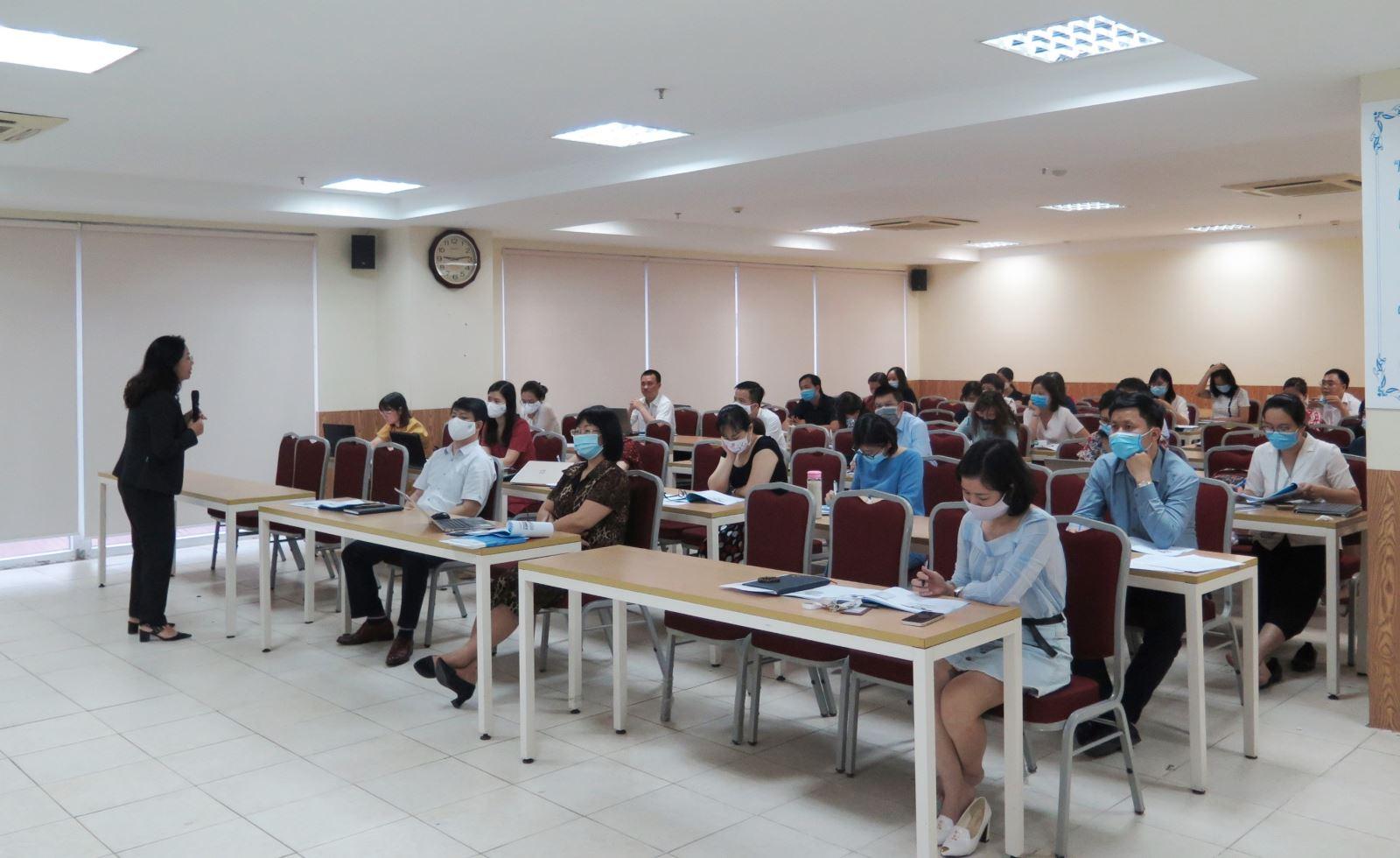 Học viện Phụ nữ Việt Nam tổ chức tập huấn về công tác tự đánh giá cấp chương trình đào tạo