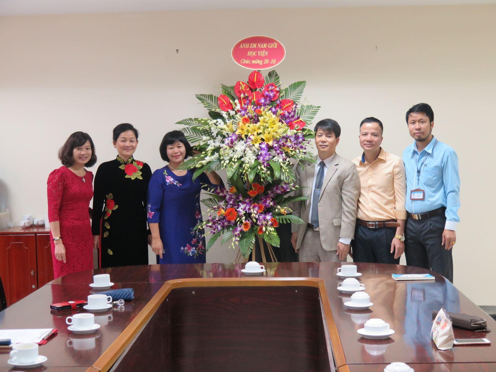 Lễ công bố Quyết định của Đoàn Chủ tịch Hội Liên hiệp Phụ nữ Việt Nam bổ nhiệm Phó Giám đốc Học viện Phụ nữ Việt Nam