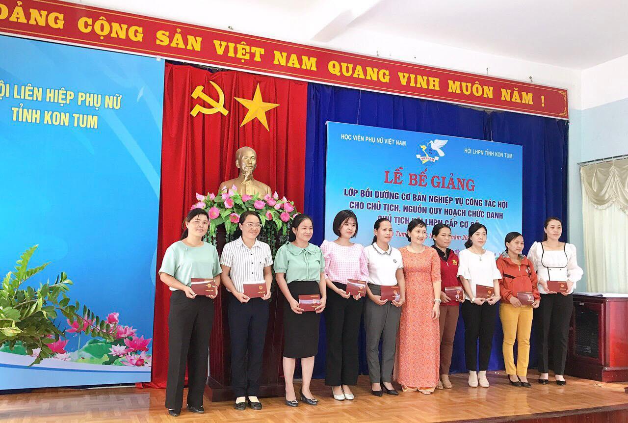 """Bế giảng lớp """"Bồi dưỡng nghiệp vụ công tác Hội"""" tại tỉnh Kon Tum"""
