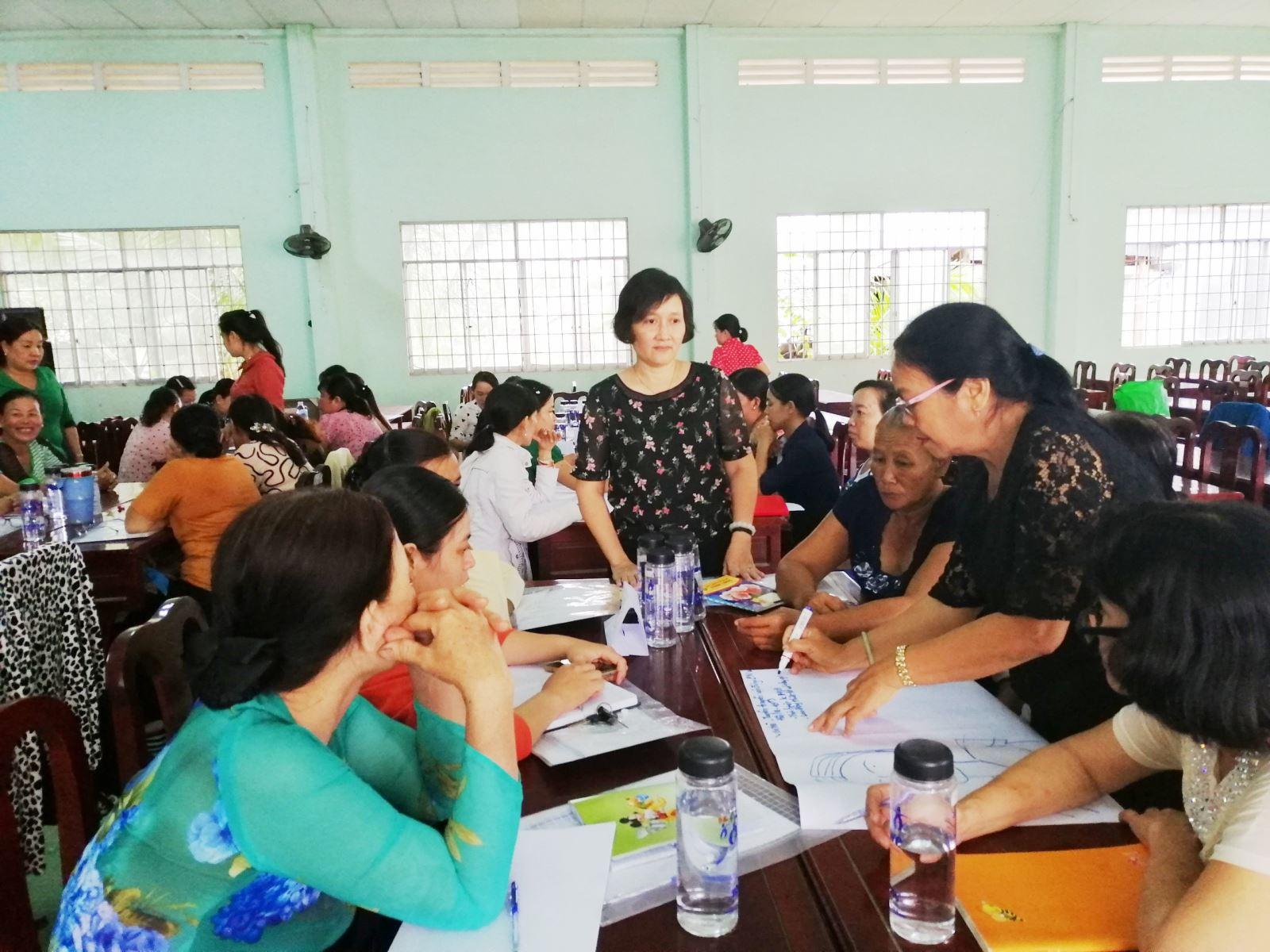 Học viện Phụ nữ Việt Nam hỗ trợ Hội Liên hiệp Phụ nữ tỉnh Vĩnh Long trong hoạt động phát triển hội viên tại các xã có tỉ lệ dưới 50%