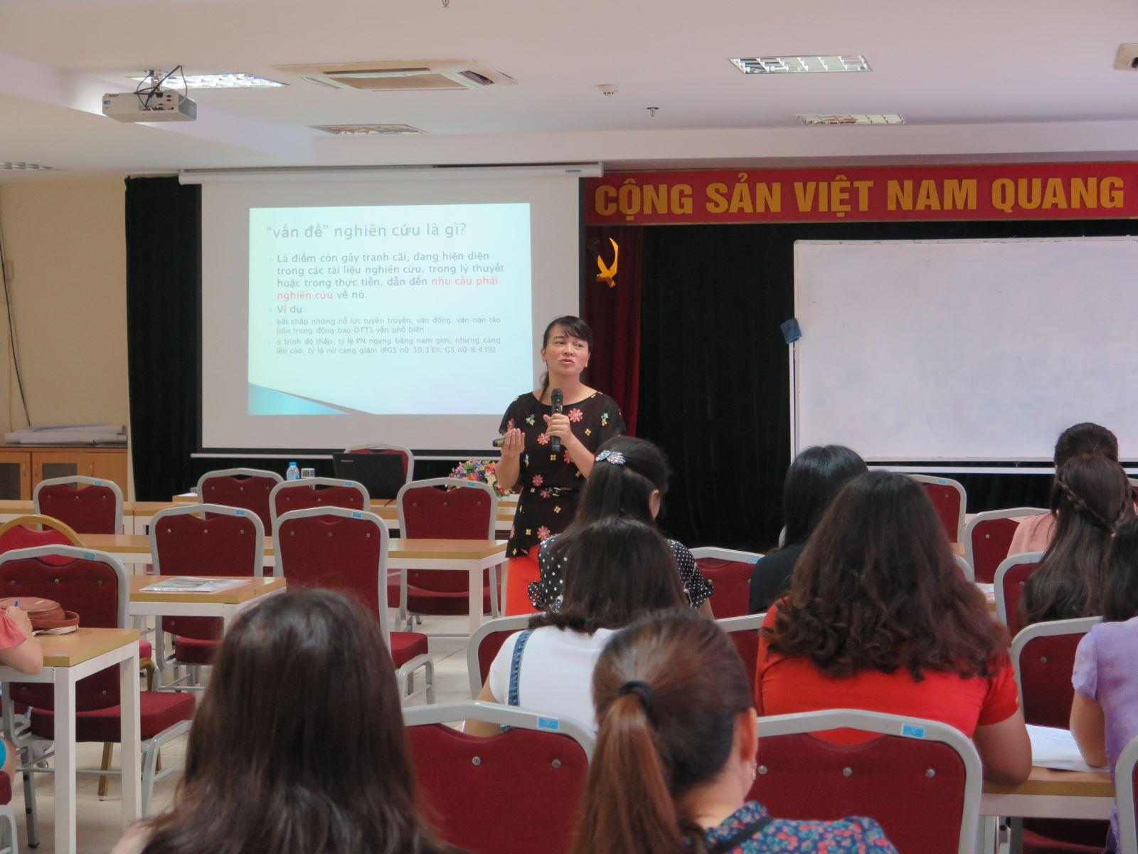 Học viện Phụ nữ Việt Nam tổ chức bế giảng lớp Bồi dưỡng cơ bản Nghiệp vụ công tác Hội