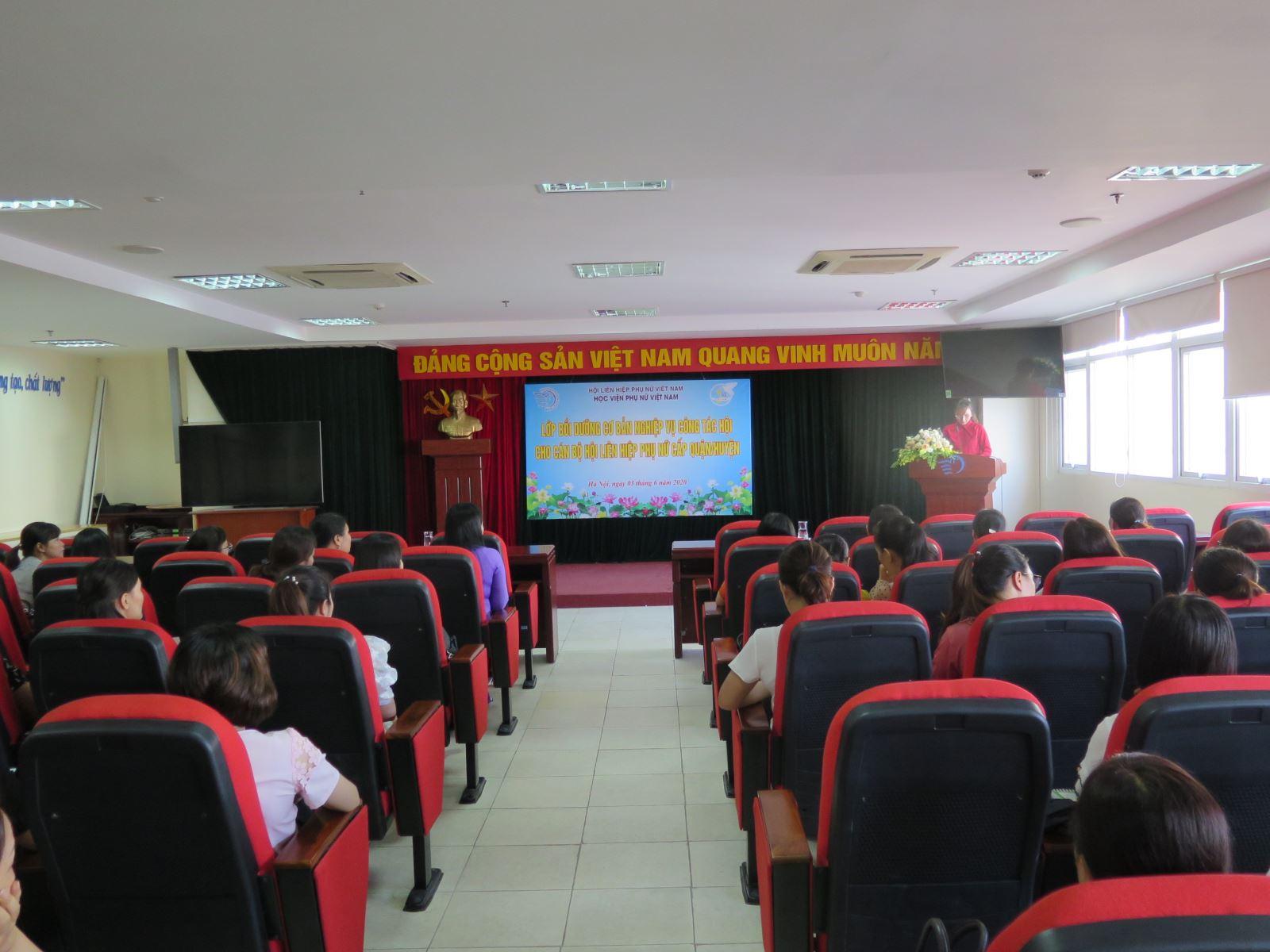 Lớp Bồi dưỡng nghiệp vụ cơ bản công tác Hội cho cán bộ Hội LHPN cấp quận/huyện
