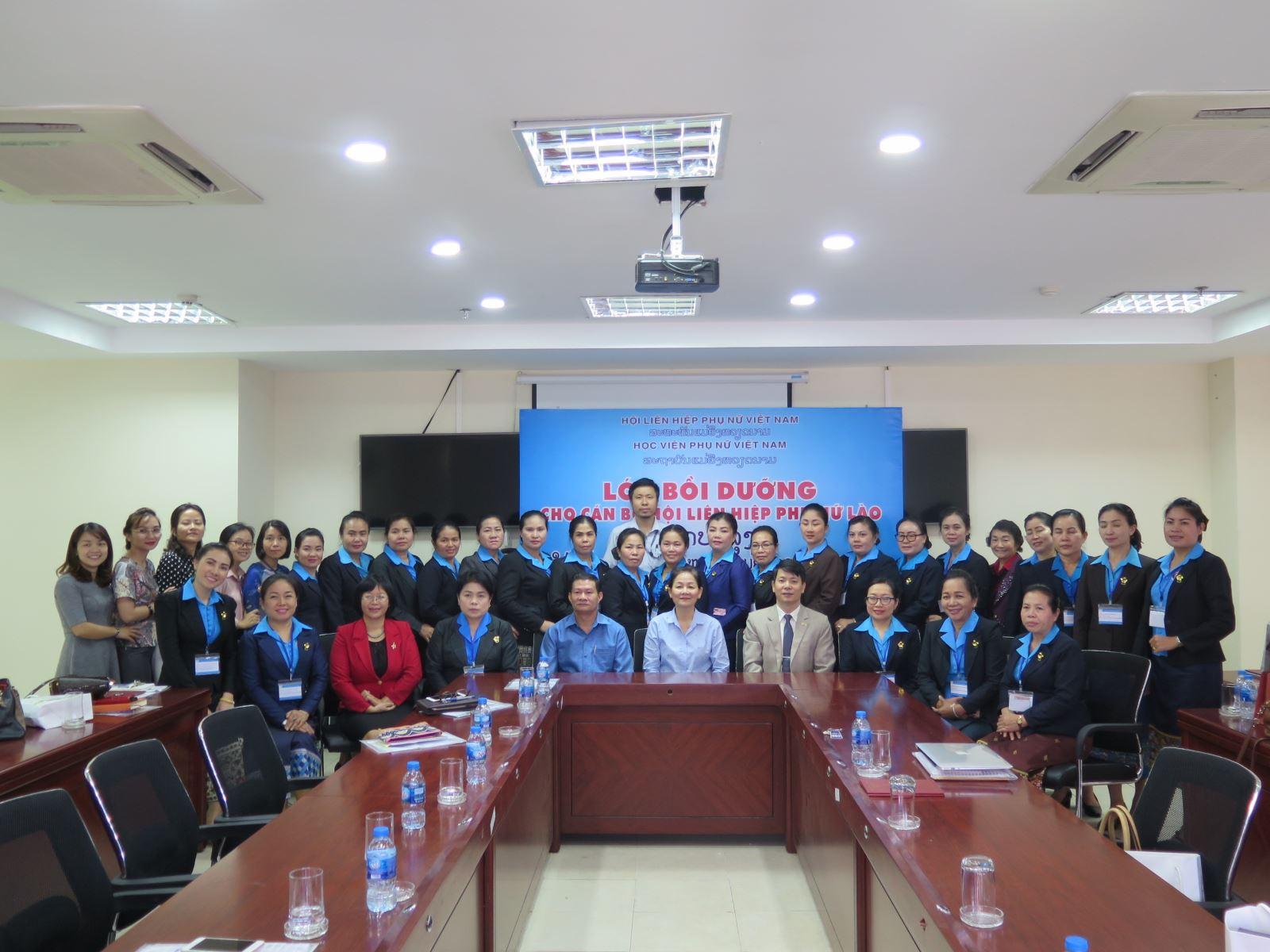 Học viện Phụ nữ Việt Nam bế giảng lớp bồi dưỡng cán bộ Lào 2018
