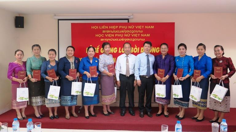 Bế giảng lớp lớp bồi dưỡng cho cán bộ Hội LHPN Lào 2016