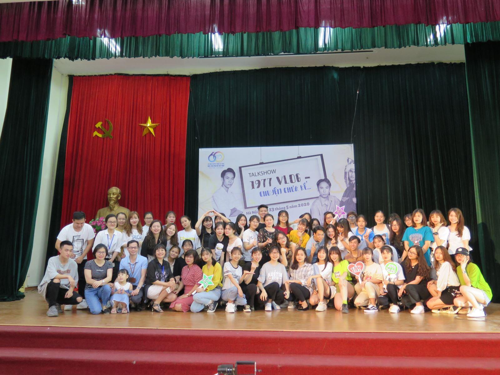 Sinh viên Học viện Phụ nữ Việt Nam giao lưu cùng nhóm 1977 Vlog