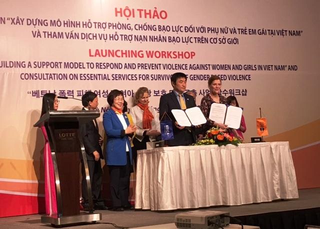 """Khởi động dự án""""Xây dựng mô hình hỗ trợ phòng,chống bạo lực đối với phụ nữ và trẻ em tại Việt Nam"""""""