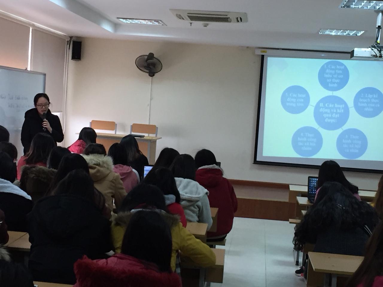 Sinh viên khoa CTXH báo cáo kết quả thực hành công tác xã hội cá nhân và nhóm