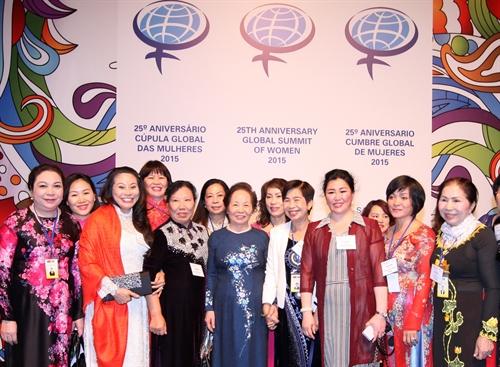 Phụ nữ tham chính: Cơ hội và thách thức