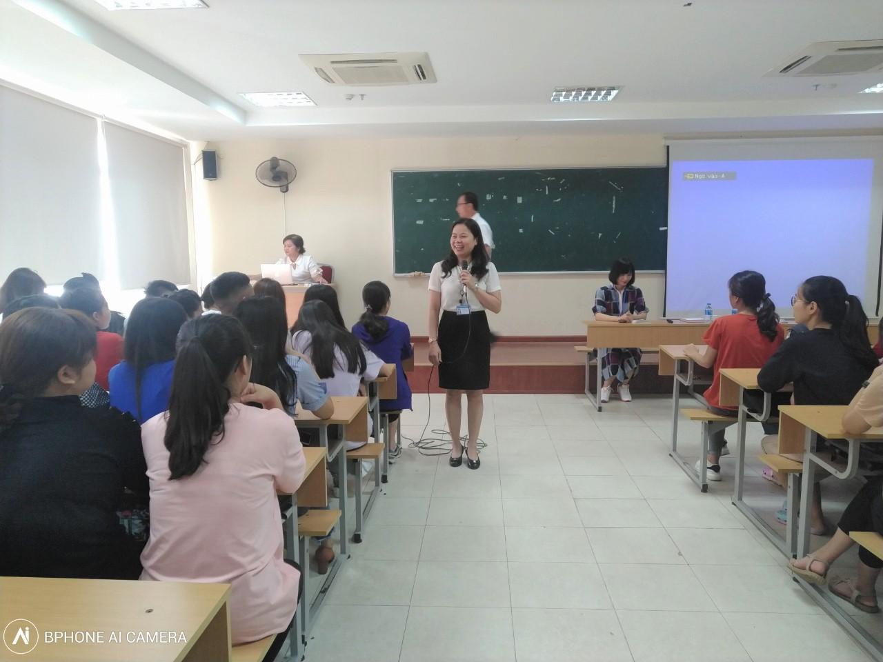 Chào đón sinh viên khóa 7 Khoa Quản trị kinh doanh