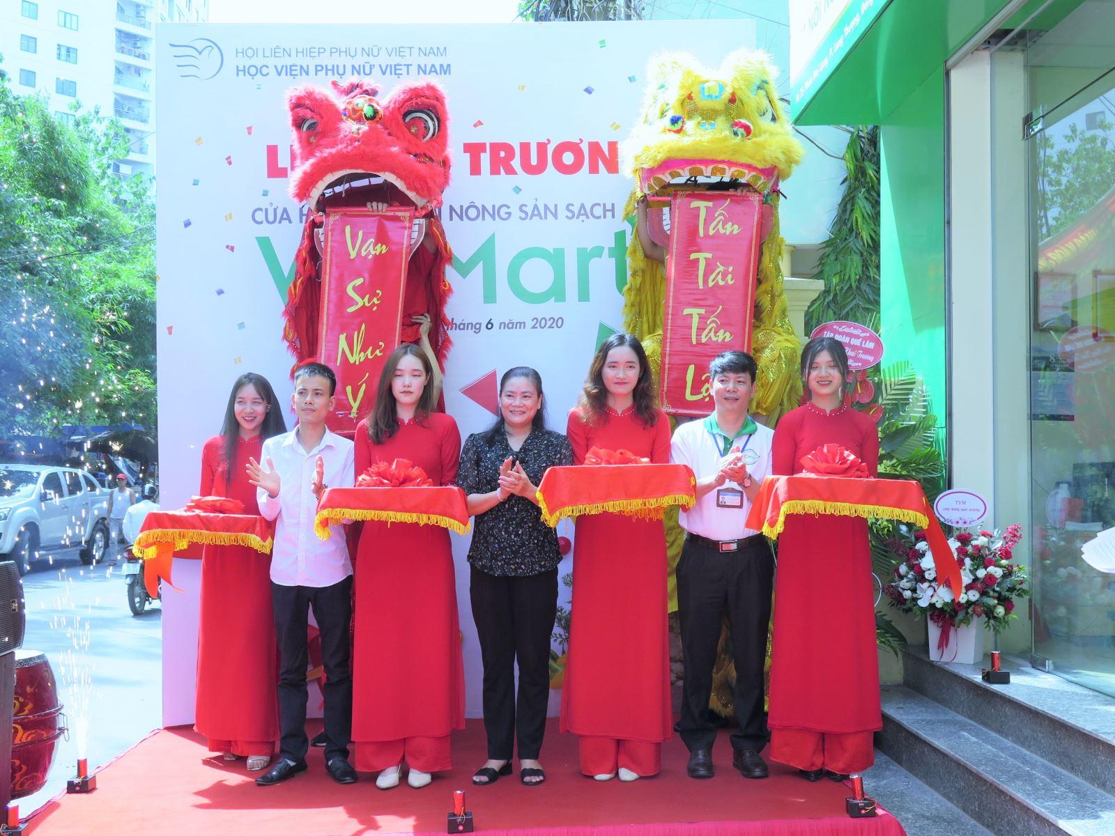 P/s ảnh: Khai trương cửa hàng cung cấp nông sản sạch WEmart