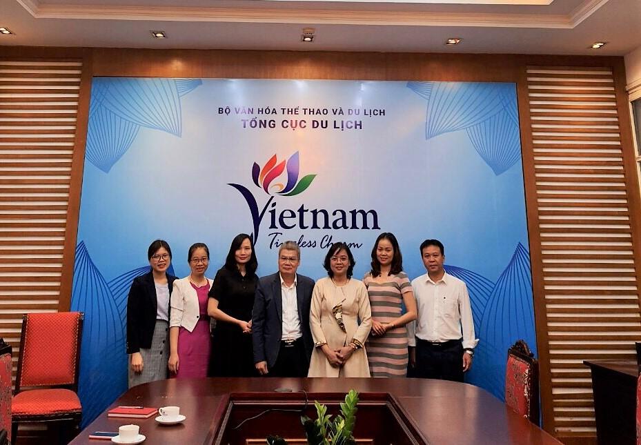 Đại diện Học viện Phụ nữ Việt Nam làm việc với Tổng cục Du lịch Việt Nam
