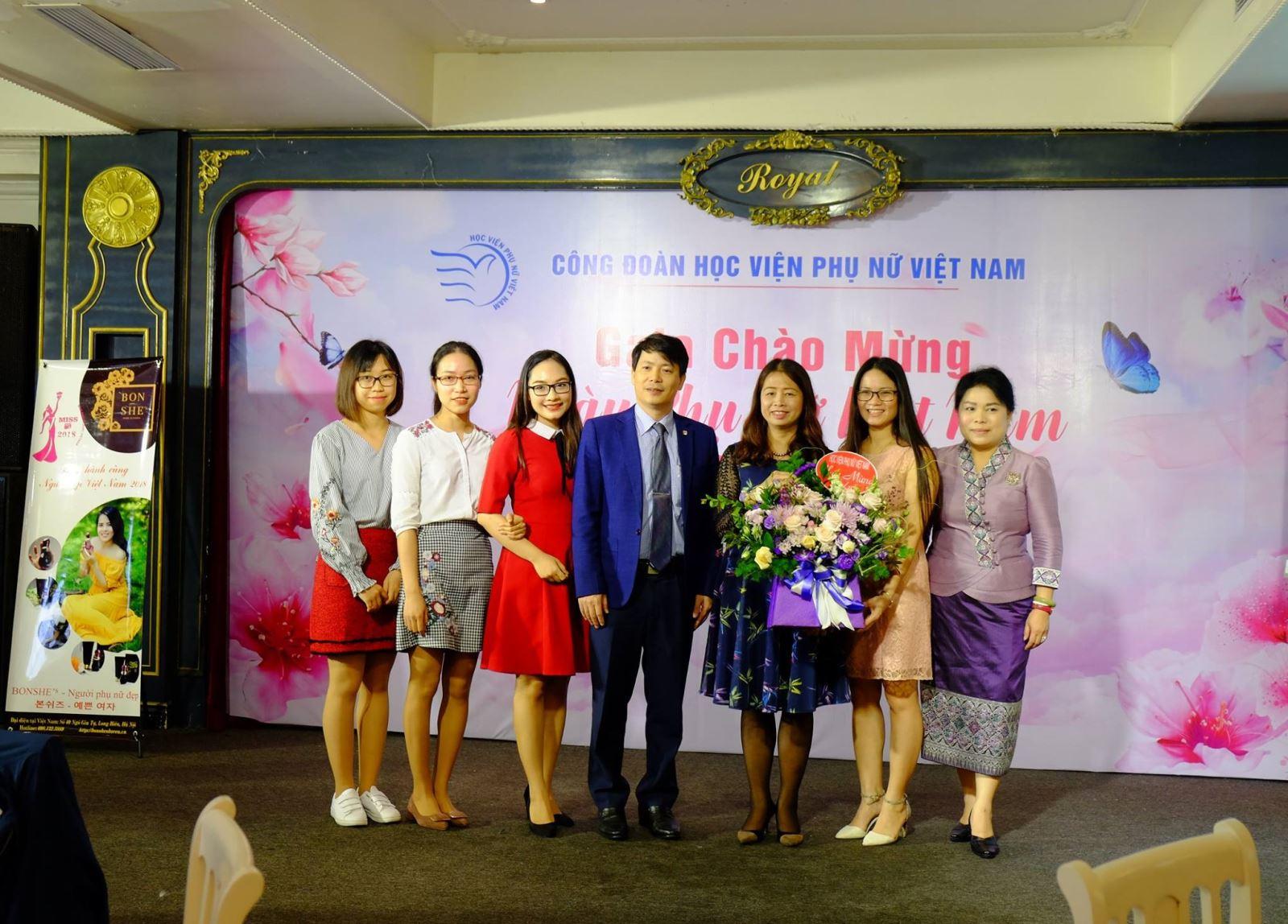 Học viện Phụ nữ Việt Nam tổ chức giao lưu chúc mừng ngày Phụ nữ Việt Nam 20/10