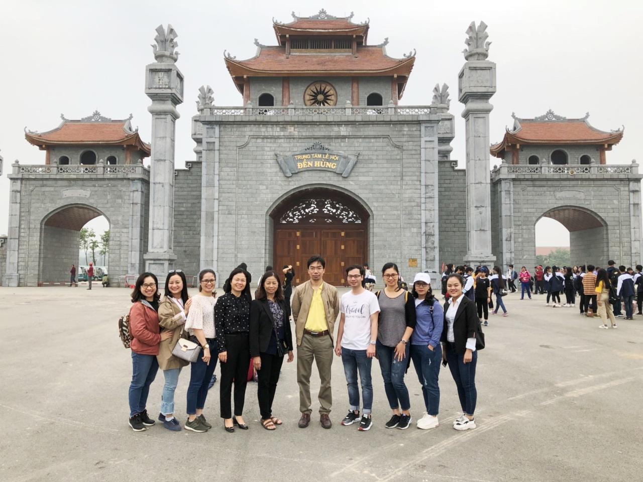 Chi bộ 2 tổ chức về nguồn tại di tích Đền Hùng, Phú Thọ