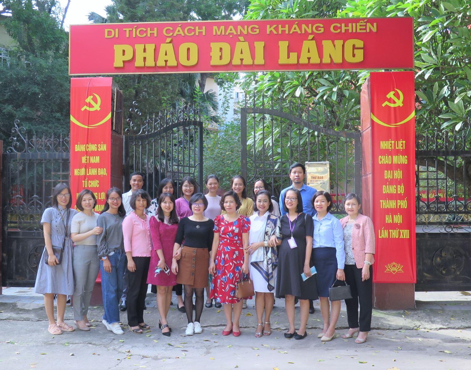 Chi bộ 4 tổ chức về nguồn tại di tích lịch sử Pháo Đài Láng