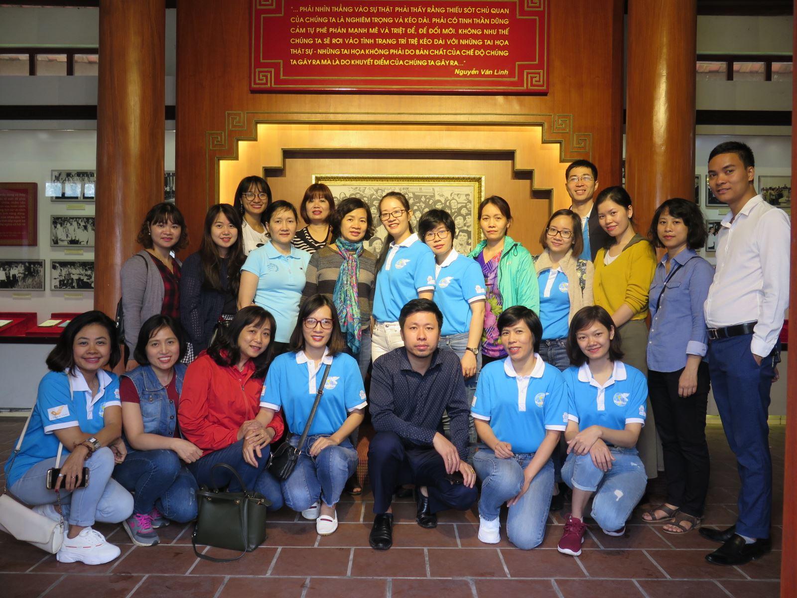 P/s ảnh: Chi bộ 4 về nguồn tại tỉnh Hưng Yên