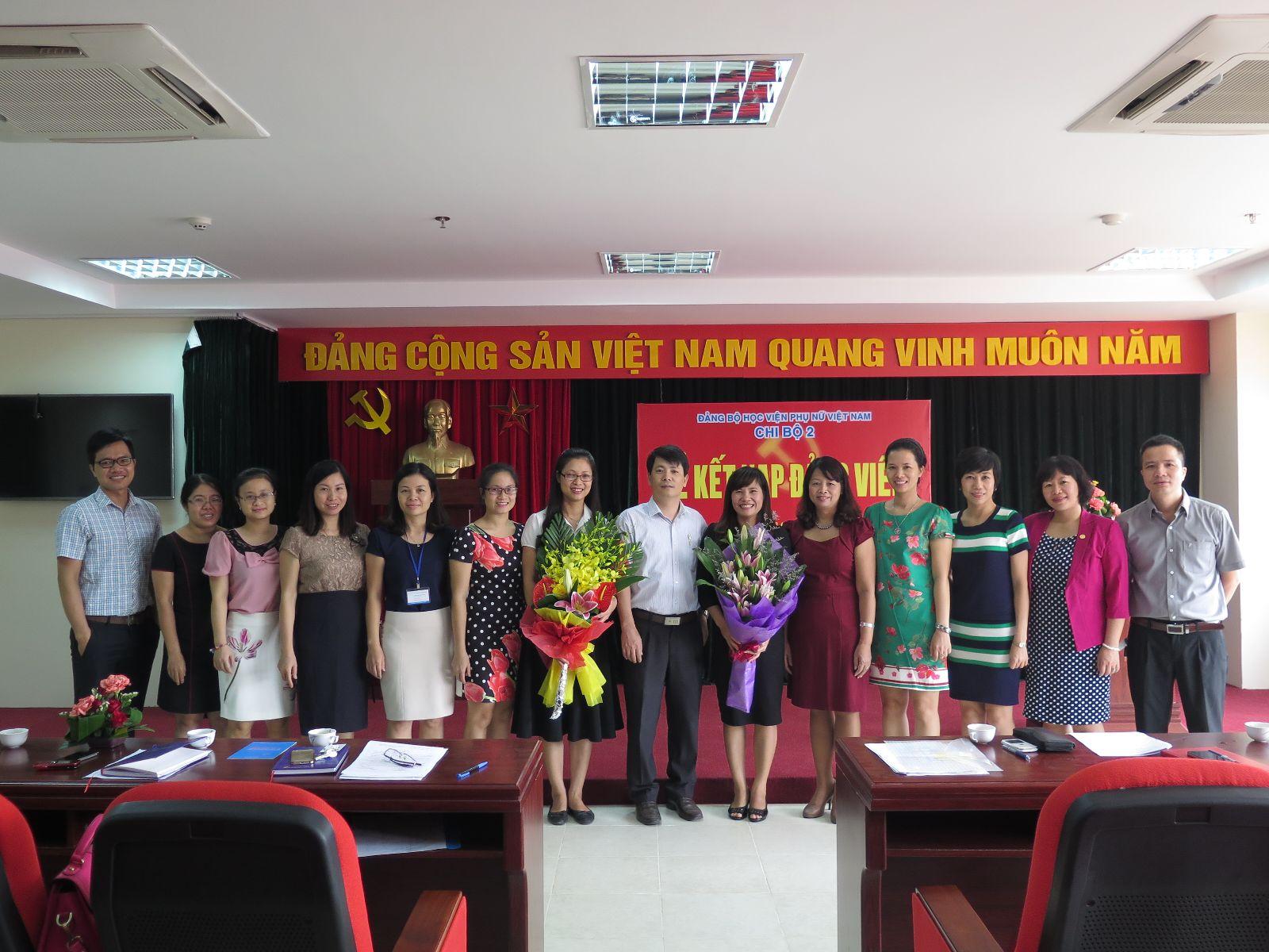 Lễ kết nạp đảng viên thuộc chi bộ 2 - Đảng bộ Học viện phụ nữ Việt Nam