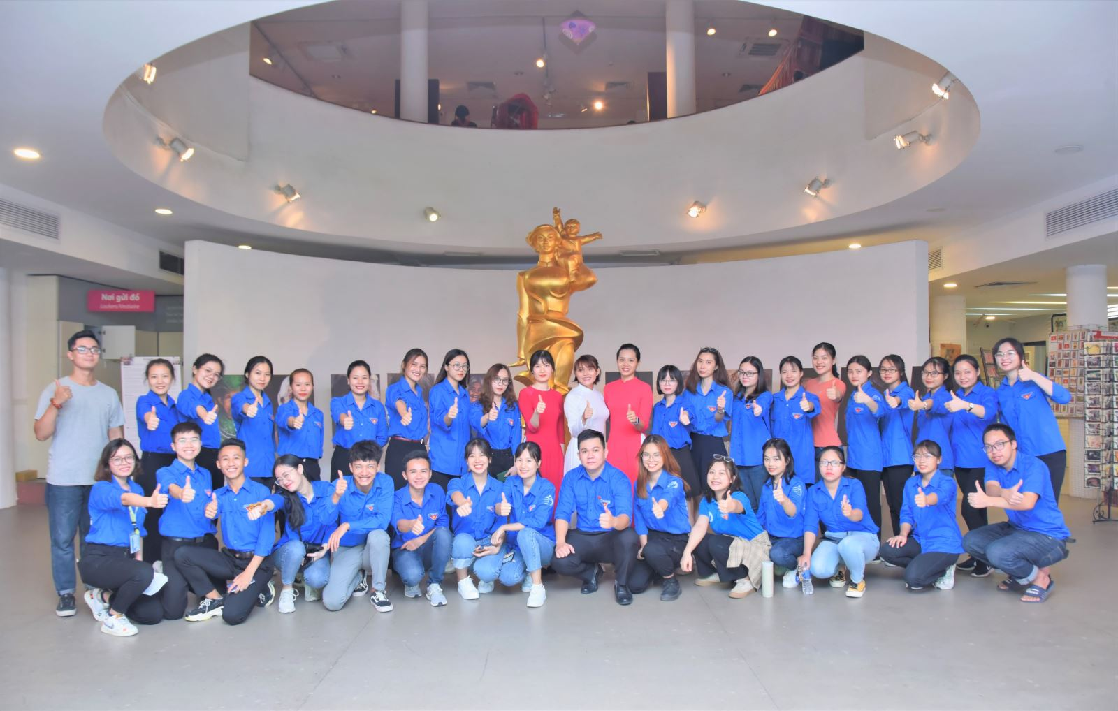 Đoàn Thanh niên học viện tham quan Bảo tàng Phụ nữ Việt Nam