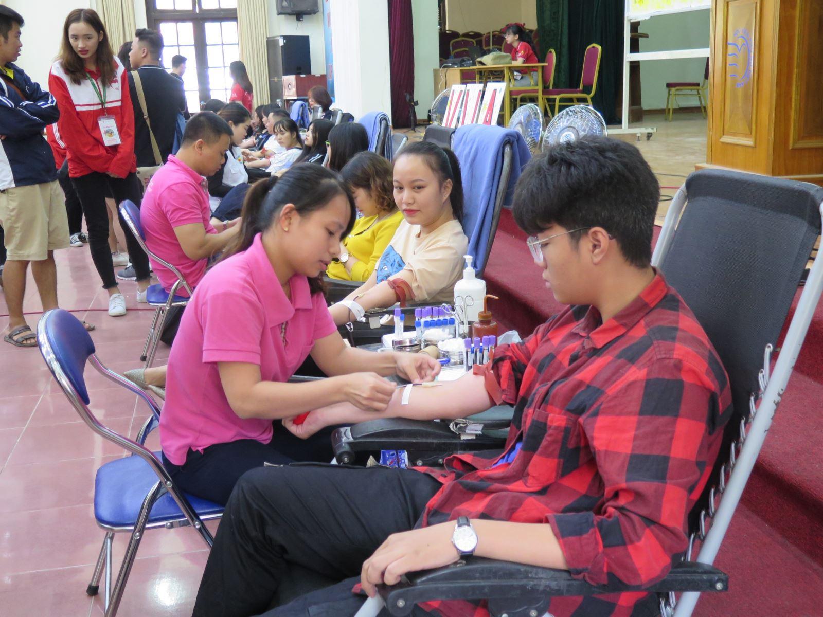 Ngày hội hiến máu Lửa hồng VWA
