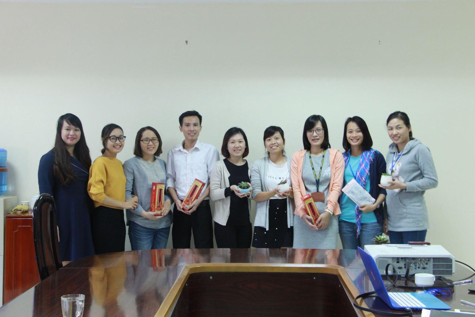 Chi đoàn Hành chính sinh hoạt chuyên đề: Tìm hiểu về ngày truyền thống Phụ nữ Việt Nam