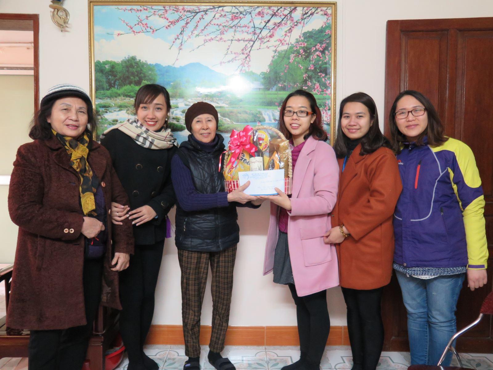 Chi đoàn Hành chính, Đoàn Thanh niên Học viện thăm và chúc Tết cán bộ hưu trí
