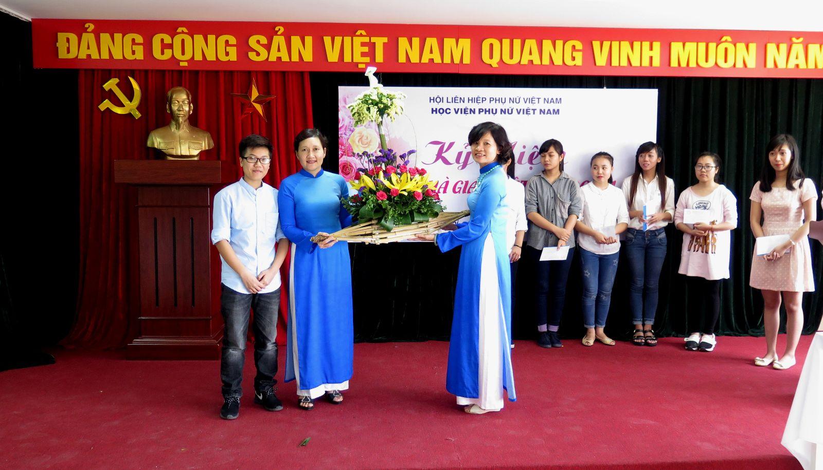 Học viện Phụ nữ Việt Nam tổ chức Lễ kỉ niệm Ngày Nhà giáo Việt Nam 20/11