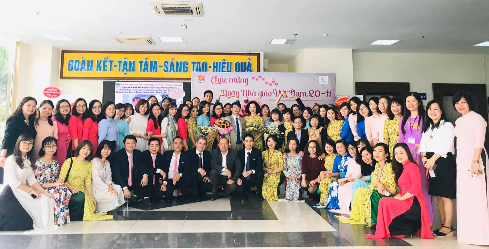 Học viện Phụ nữ Việt Nam hưởng ứng tuần lễ Áo dài
