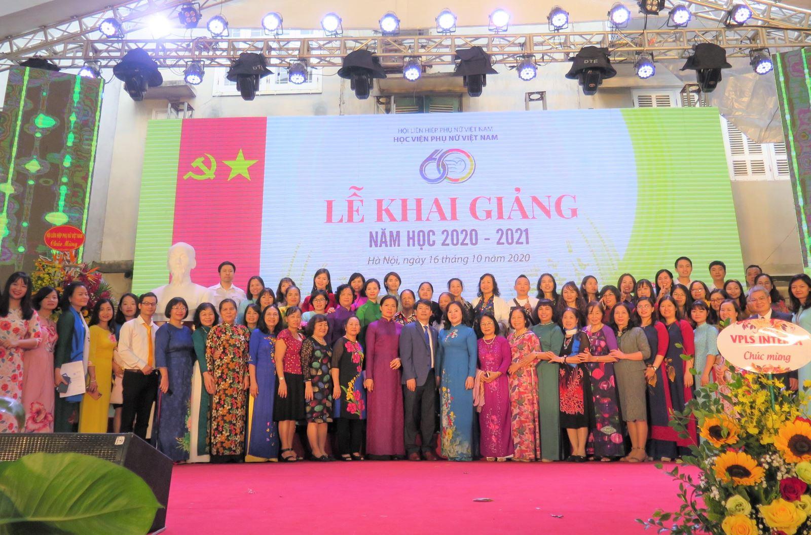 P/s ảnh: Lễ kỷ niệm 60 năm ngày truyền thống HV Phụ nữ VN
