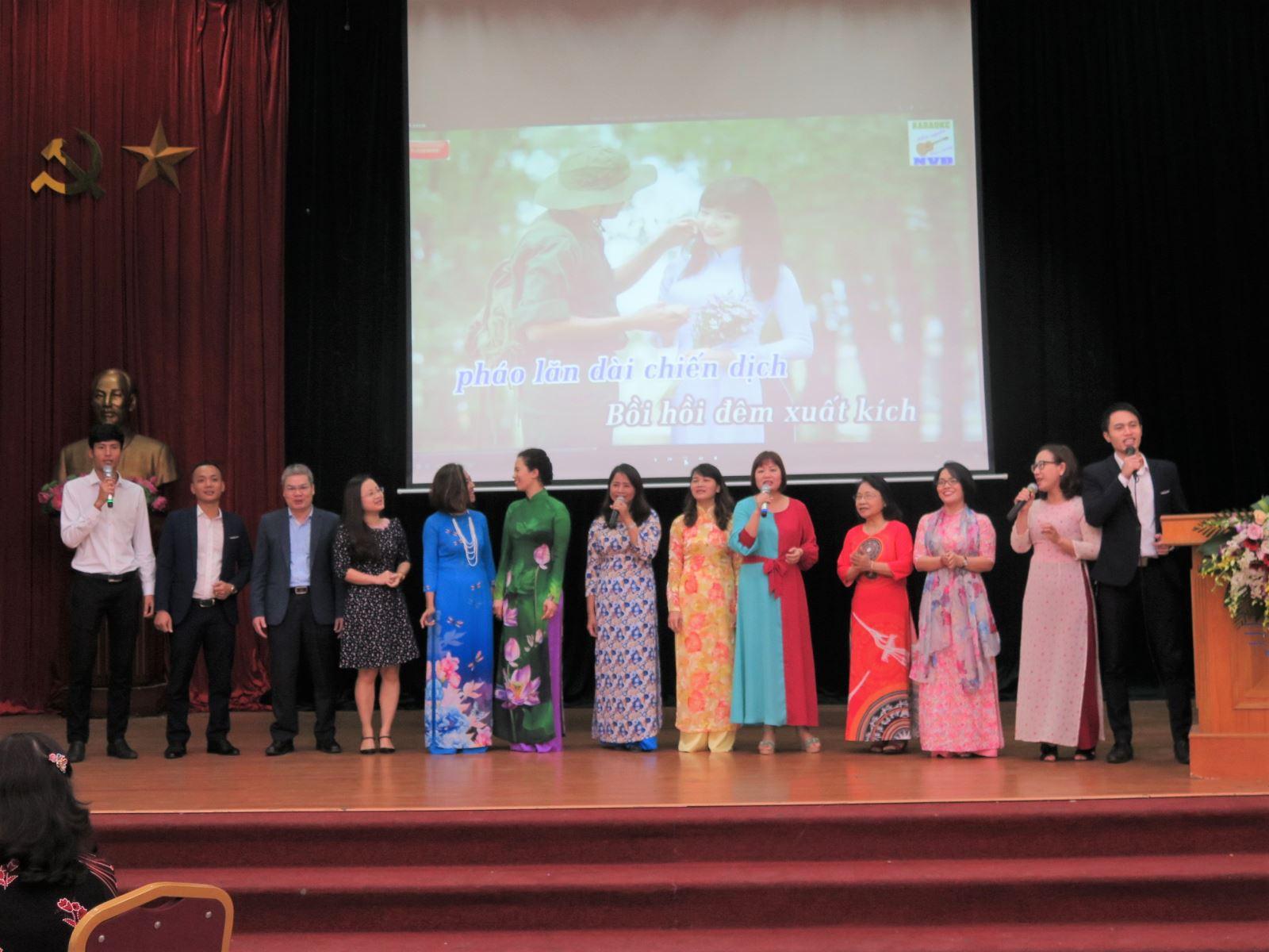 Học viện Phụ nữ Việt Nam tổ chức gặp mặt cán bộ hưu trí đầu xuân Canh Tý
