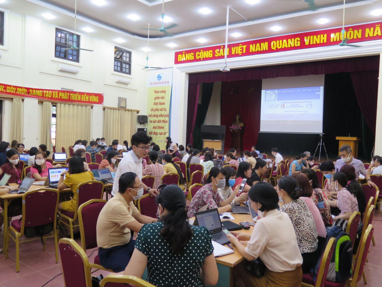Học viện Phụ nữ Việt Nam tổ chức tập huấn hè năm 2020