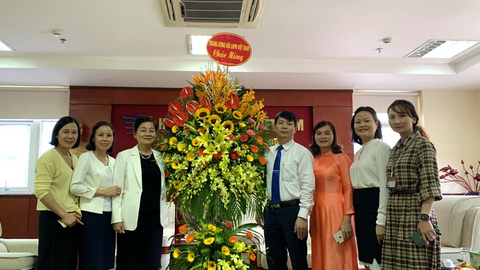Lãnh đạo Hội LHPN Việt Nam chúc mừng Học viện Phụ nữ nhân Ngày Nhà giáo