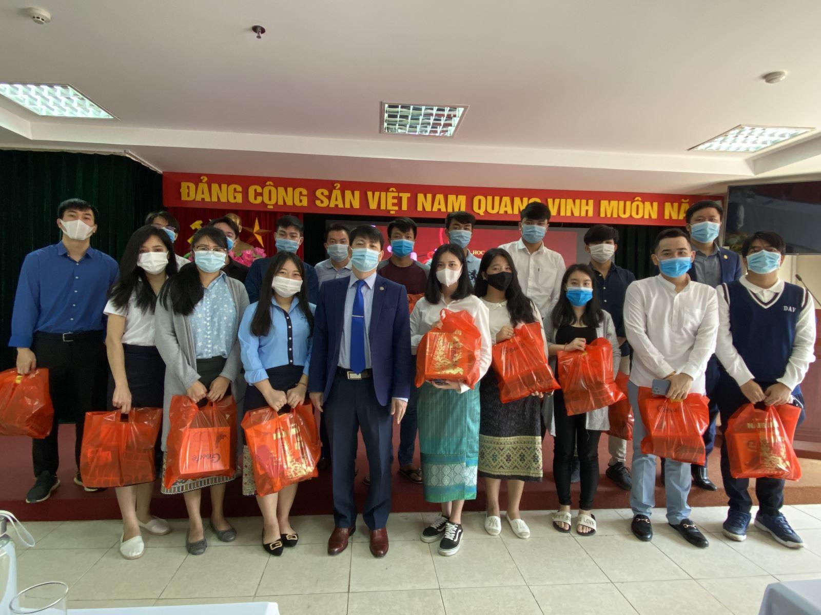 Học viện Phụ nữ Việt Nam gặp mặt sinh viên, học viên Lào nhân dịp Tết Tân Sửu