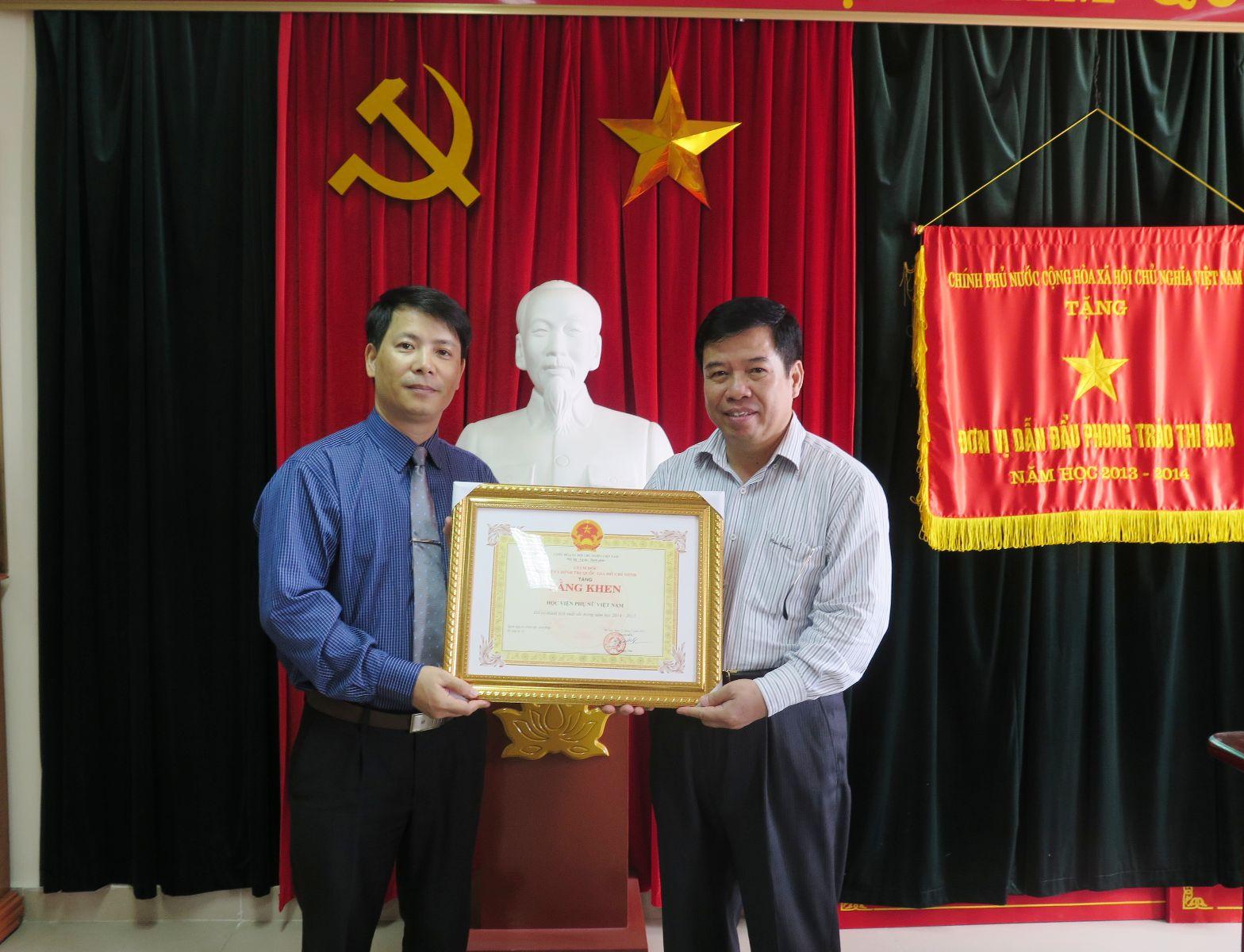 Học viện Phụ nữ Việt Nam là đơn vị duy nhất thuộc khối Bộ, Ngành được Học viện Chính trị Hành chính Quốc gia Hồ Chí Minh khen thưởng