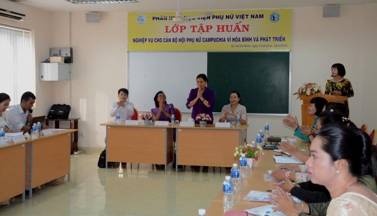 Khai giảng Lớp tập huấn cho cán bộ Hội phụ nữ Campuchia Vì Hòa Bình và Phát triển