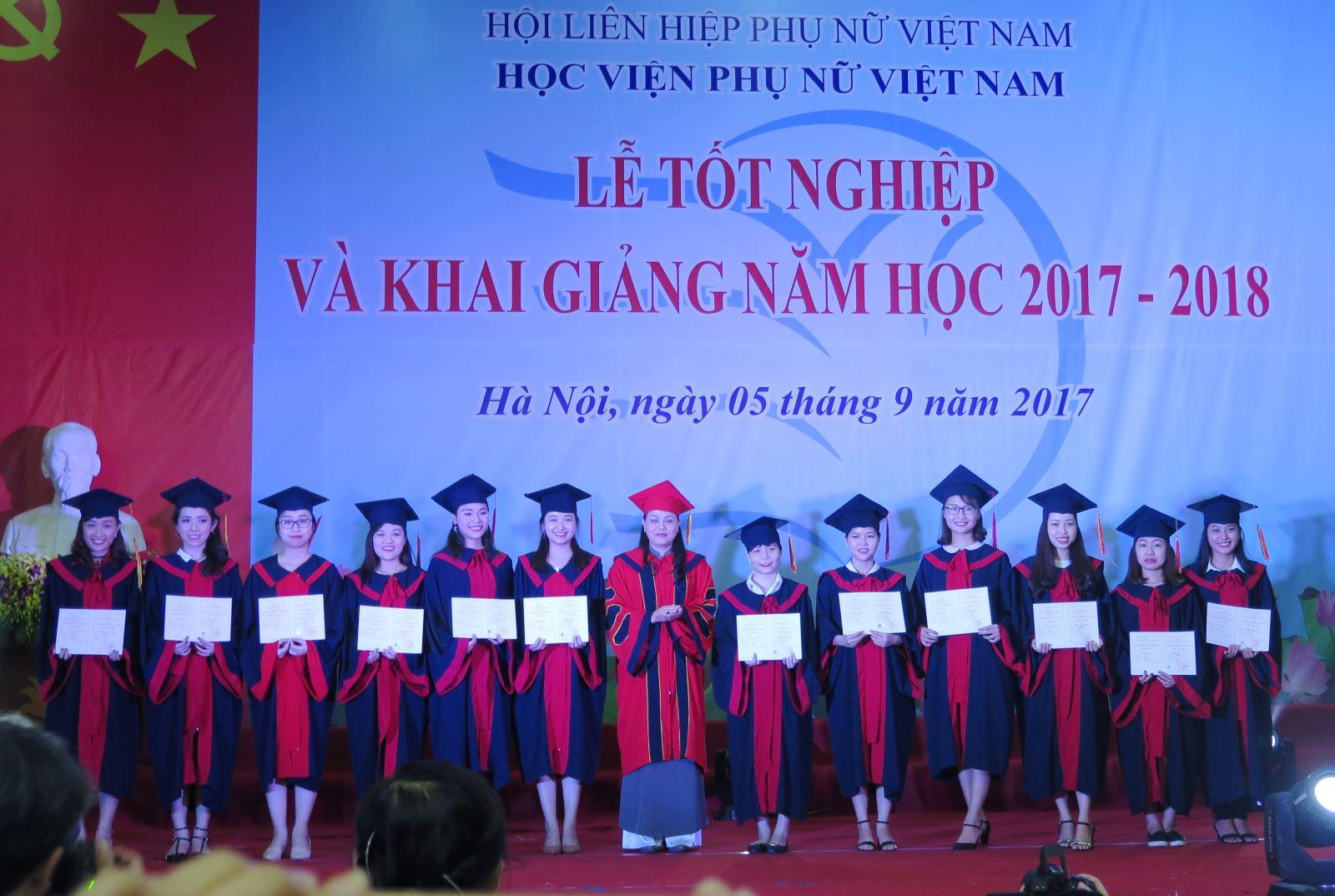 Học viện Phụ nữ Việt nam tổ chức lễ tốt nghiệp và khai giảng năm học 2017 - 2018
