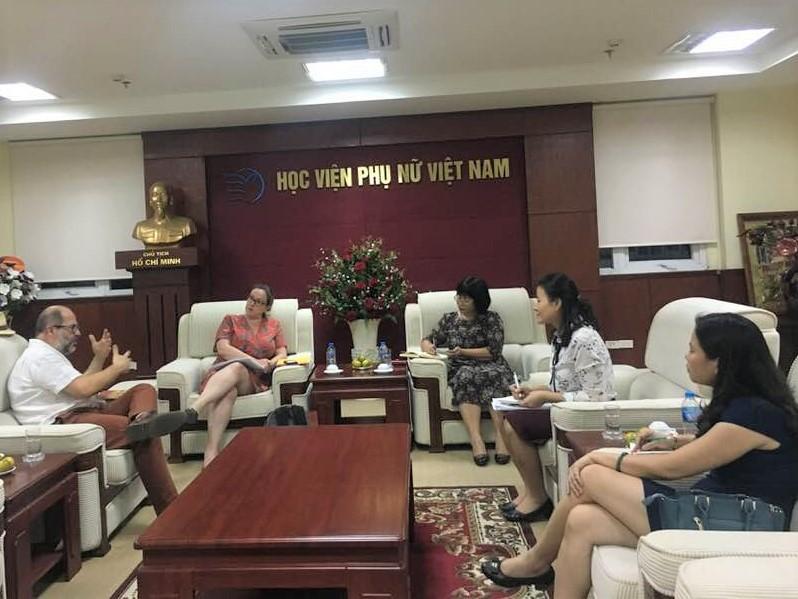 Học viện Phụ nữ Việt Nam làm việc với đại diện Trường Đại học Piacerdie Jules Verne, Amiens – Pháp