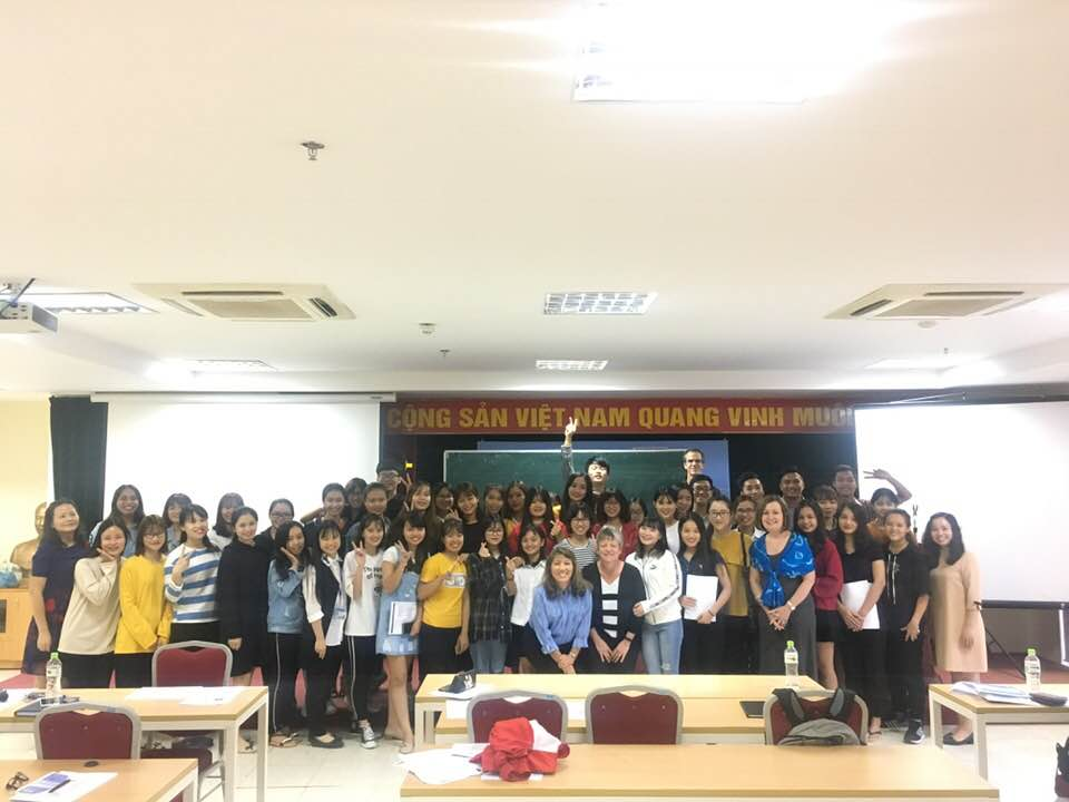 Nhóm diễn giả Mỹ chia sẻ về Trí tuệ cảm xúc với sinh viên Học viện