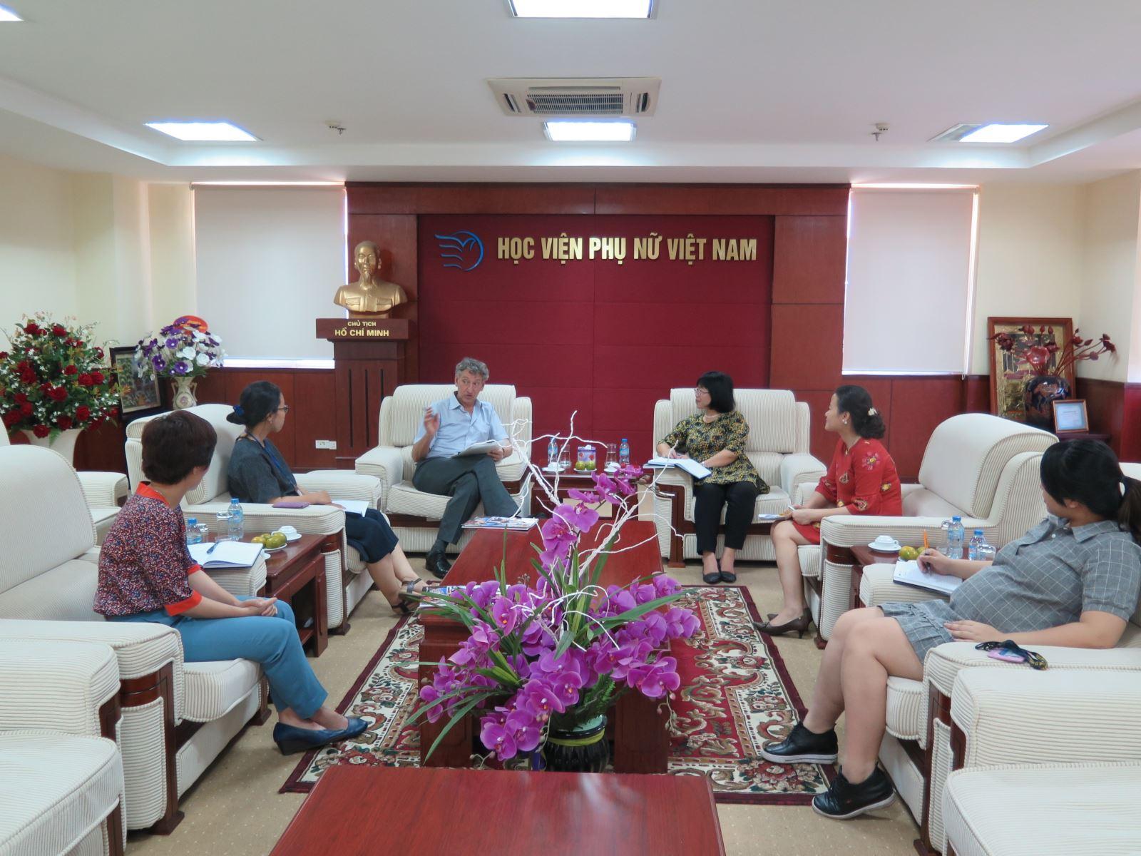 Học viện Phụ nữ Việt Nam làm việc với đại diện Viện Xã hội học Quốc tế  (ISS) thuộc Đại học Erasmus, Hà Lan