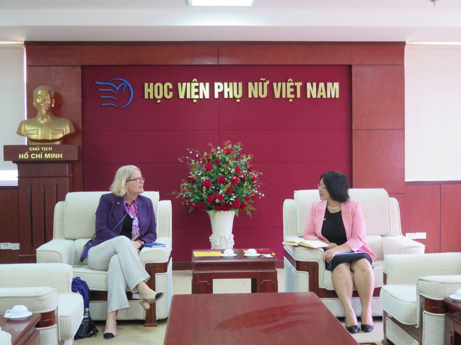 Học viện Phụ nữ Việt Nam làm việc với đại diện trường Đại học Niagara, Mỹ