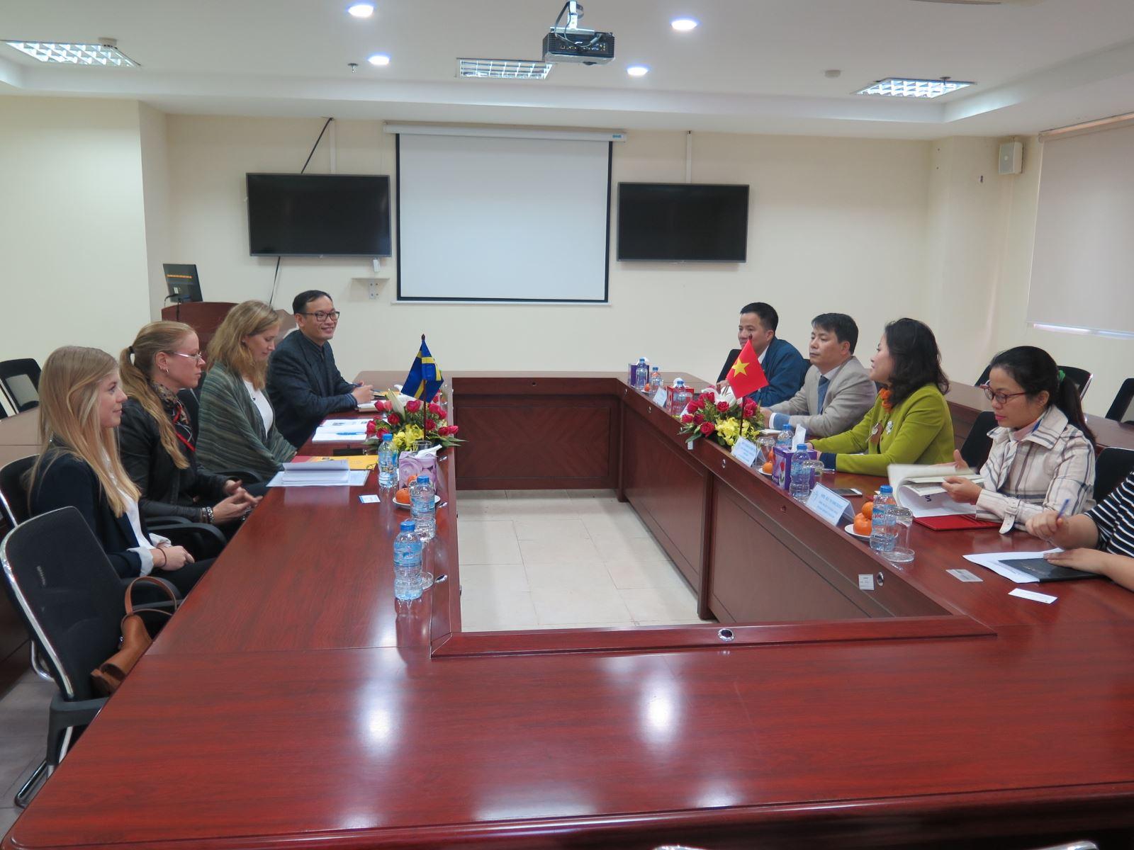 Học viện Phụ nữ Việt Nam làm việc với Đại sứ quán Thụy Điển