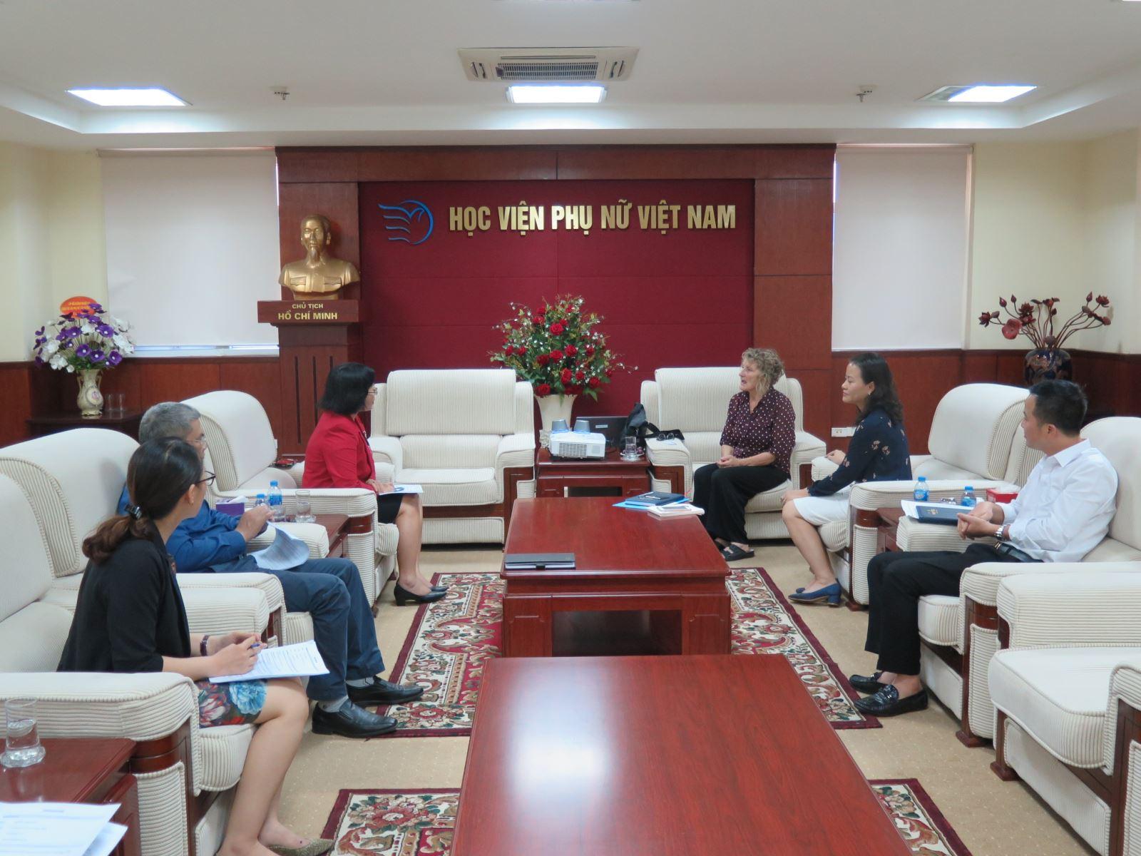 Học viện Phụ nữ Việt Nam đón chuyên gia Australia sang làm việc