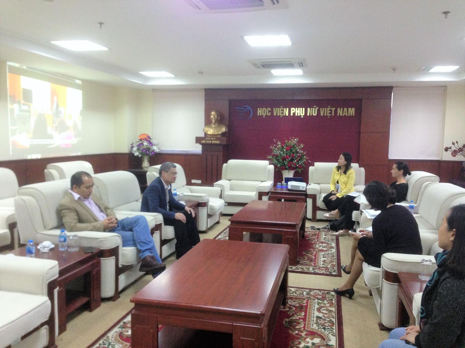 Học viện Phụ nữ Việt Nam đón tiếp tình nguyện viên Australia